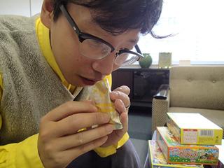 この粉、ポテトの匂いがする! かつては同シリーズでラーメンも発売してたそうだ(冷たいラーメン味らしい)。