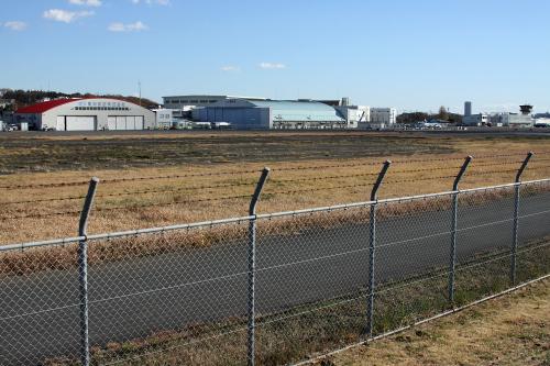 調布飛行場は、セスナやヘリコプターの飛行場として現役だ