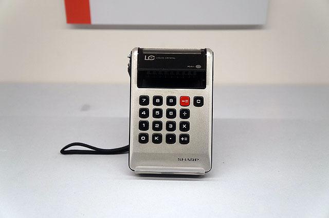 これは世界初の液晶つきポケット電卓