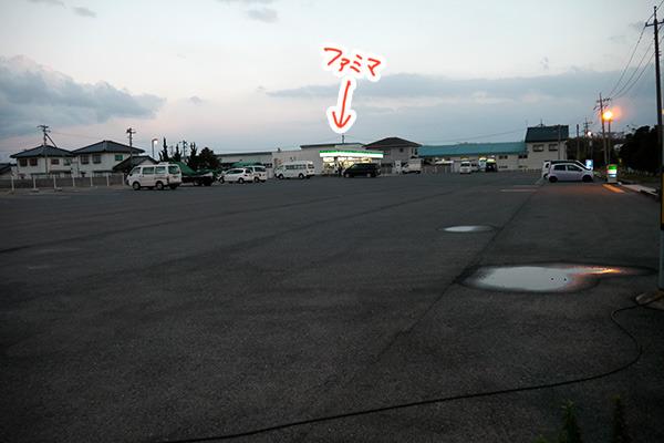 広すぎるファミマの駐車場。ちなみに島根にファミマが来たのは2005年ごろ。