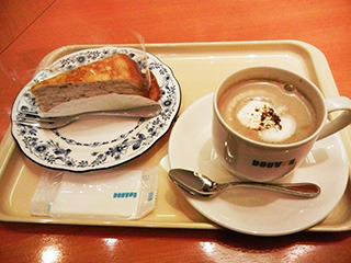 ラムレーズンミルクレープとほうじ茶ラテ