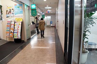 隣は収入印紙の販売窓口