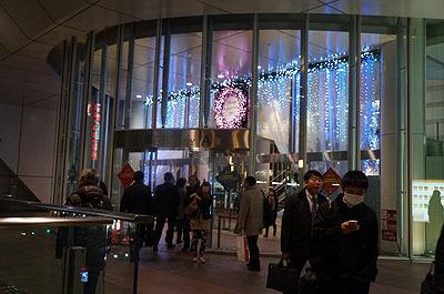 品川駅側の入り口。最初はこんなイルミネーションで迎えてくれる