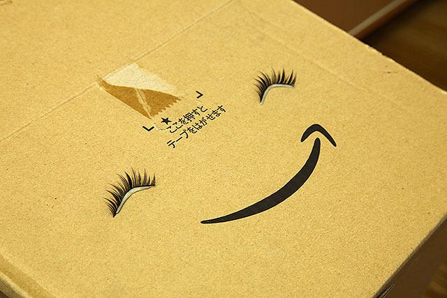 Amazon箱につけまを付けると笑ってるみたいで可愛い。