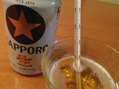 台所(室温15℃)に置いておいたビールは14℃、居間(室温20℃)に置いておいたビールは17℃だった