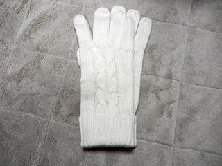 この白い既製手袋を