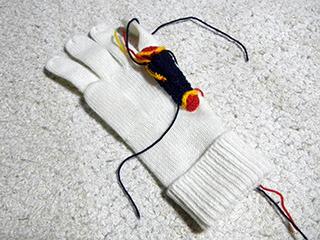 編んだり縫いつけたり……