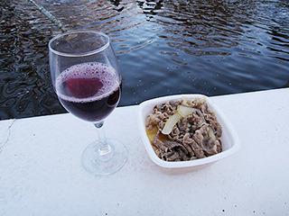 牛丼と赤ワイン(地主恵亮)