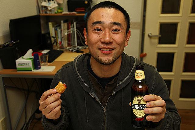 チキンナゲットとビールが合う。ああ、生きてて良かった。今年もありがとうございました。