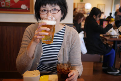 忘年会の翌日で若干二日酔い気味だったが、もちろんビールも忘れない