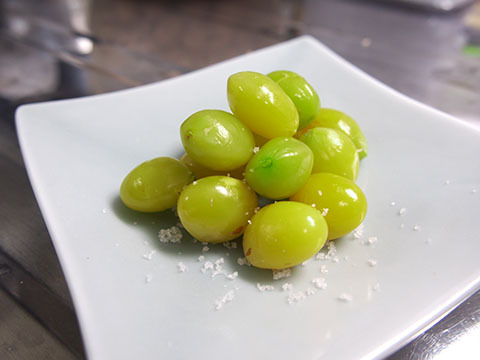 いい色の銀杏。うっすら塩をふって、このまま食べたい。
