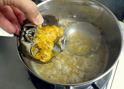 仕上げにカニミソを落としてまたひと煮たち。