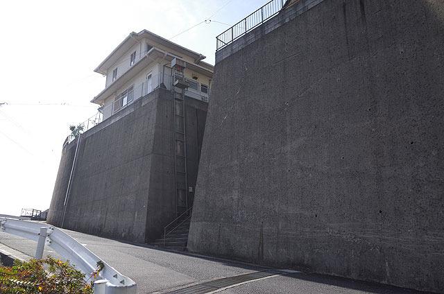 防御力高そうだな…。(参考:長崎の防御力高そうな家々</a>)