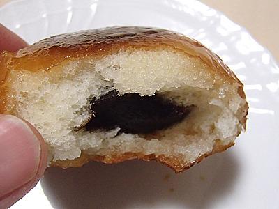 揚げて砂糖でコートされた表面のカリカリと生地の柔らかさのコントラストがいい。