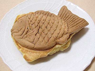 皮パリパリのシッポまであんこの鯛焼きよりも、皮がもっさりした感じの鯛焼きの方がかりんとう饅頭化にはいいです。