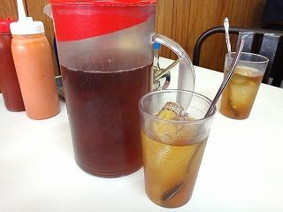 水の代わりに紅茶というのも沖縄風