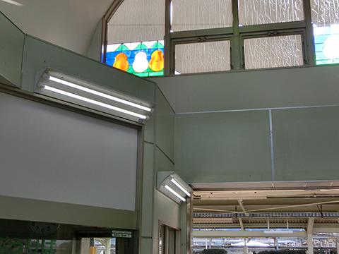 よく見たら、駅のステンドグラスがだるま!見つけられると嬉しい。