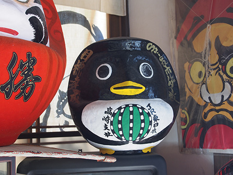 JR東日本でお馴染みのペンギン、と主張する何か別の生物。