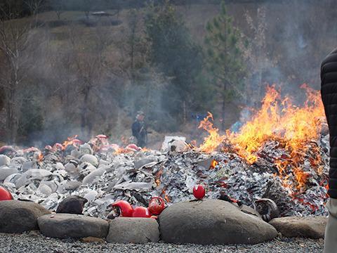 点火から約1時間半。ほとんど燃えた。