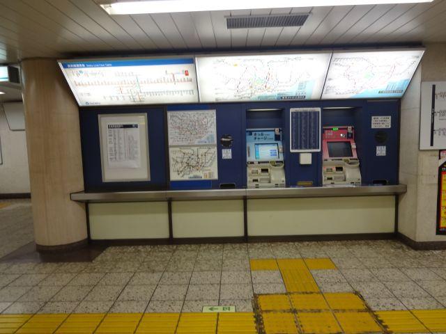 札幌や福岡の玄関口クラスの人が動くのにひとつの改札に自販機は2台だけ。 このギャップも小竹向原ワールド