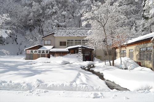 吉川さん経営の「熊の湯温泉」残念ながら冬季は休業中である