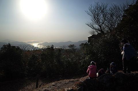 長崎港を眺めながら。ここでおやつを食べて1日目は帰った。