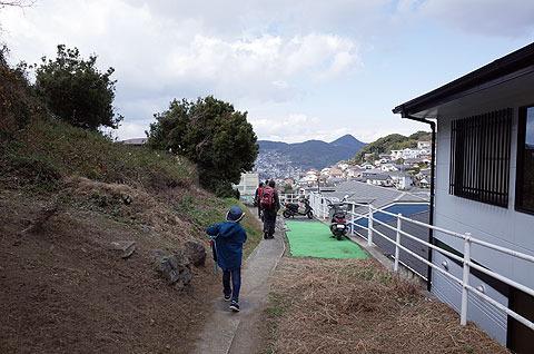 愛宕山から若宮神社へ。