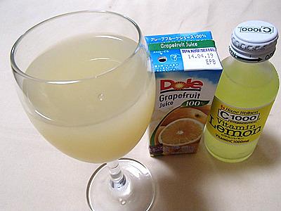 ちなみに、グレープフルーツジュースやビタミンレモンのような飲み物に岩塩を少し入れると甘さが落ち着いてうまいです。アルコールの入っていないソルティードック。ただし、塩分の取り過ぎになるので注意してください。