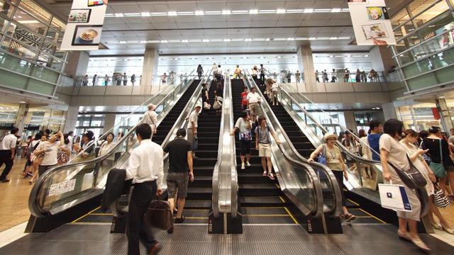 名古屋駅といえばの、4基並列エスカレーター