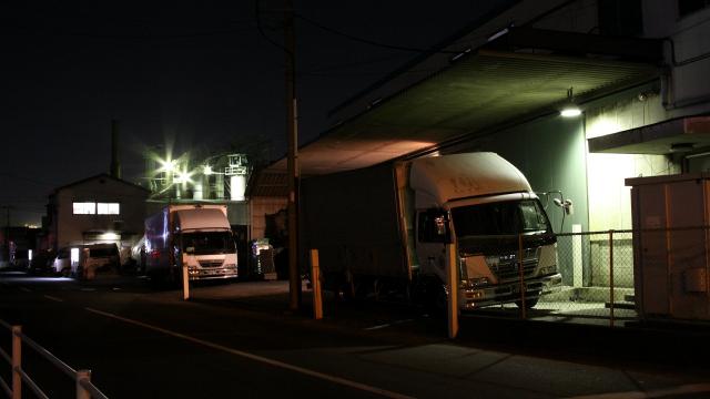 ちょっとした工業団地の夜景も、なかなか風情があるものです