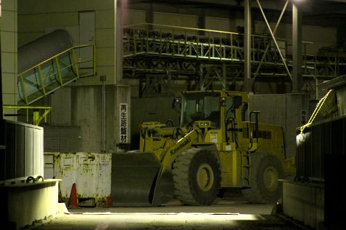こちらは定位置っぽい。黄色い車体が工場の景観によく馴染む