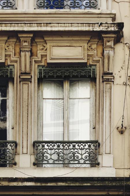 もはや窓部分に小さい建築物がいる、って感じだ。