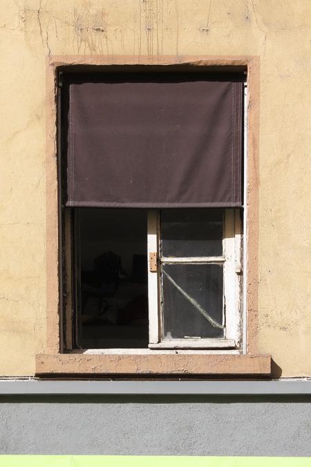 かと思えば、こういうシンプルなものも。箸休め的な窓。