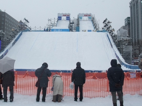 スキーやスノボーのジャンプ台だった