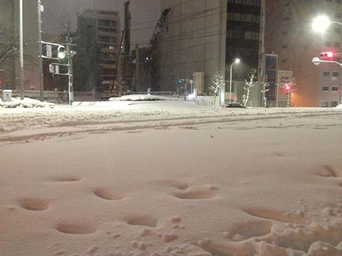 8日20時頃。東京都千代田区の風景