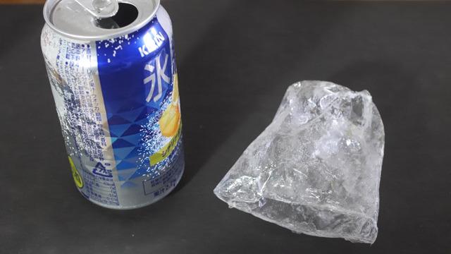 これが氷結の皮だ。三角の凹凸は皮にはないようだ