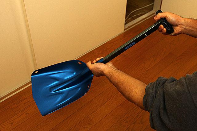 手に持つとこんなサイズ感である。山道具ってやっぱ可愛い。