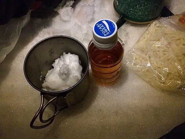 ウイスキーの雪割りって寸法である。
