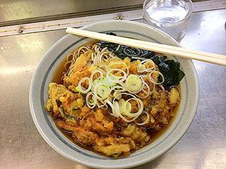 上野駅で食べた立ち食いそばが美味いのなんの。