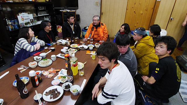 食後に猟師を囲む会があり就寝