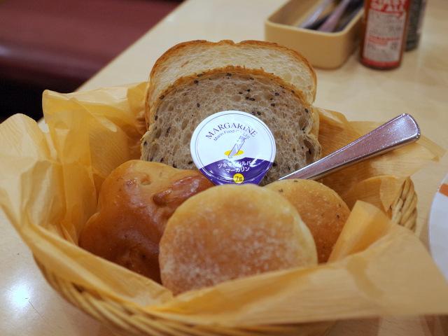 よくみたら種類の違うパンが5個もある