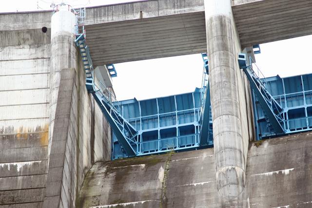 ダムのてっぺんにあるこの水門がモデル