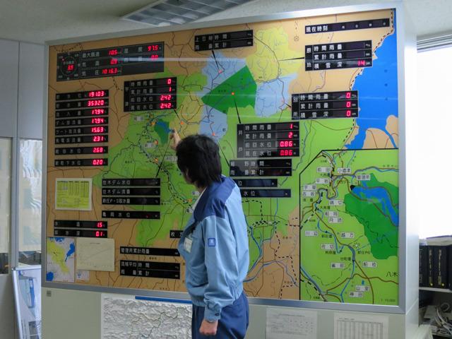 実際に台風と戦った日に操作をしていた職員さんの説明は胸に迫る