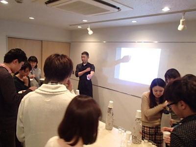3種を飲み比べて自分が一番辛口の日本酒だという物を挙げてもらいます。