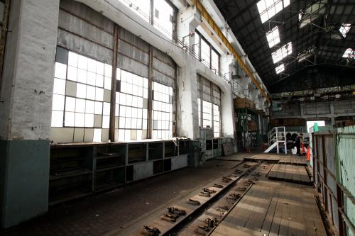 南側の窓が大きく、工場内に光をもたらしている