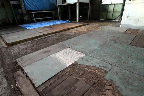 大きな板が敷かれたエリア