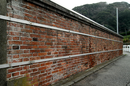 ちなみに、浦賀造船所の外壁も一部は煉瓦造りだ(ドックと同じフランス積みという積み方)