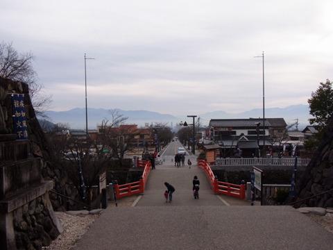 ここからの景色も良い。まっすぐ伸びた道は甲府駅につながる