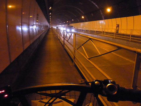 さらにそこから移動。自転車でトンネル通るの初めてだ