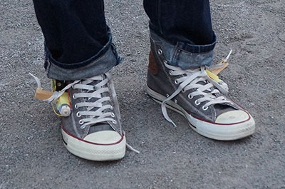 靴ひもの端がダリのひげみたいに跳ねるのもかっこいい。